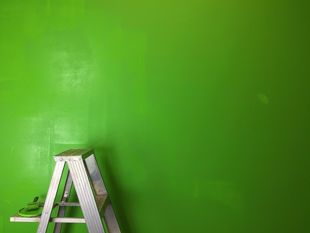 High gloss paint leaves your walls shiny - choose the right paint sheen at HelpHouse.com